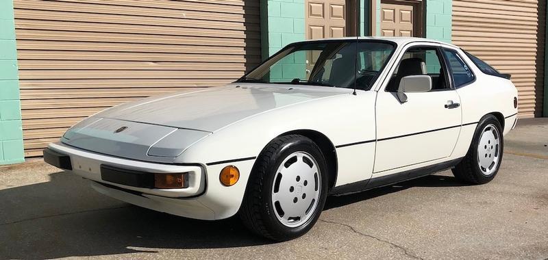 PCA Garage - White 1987 924S Porsche