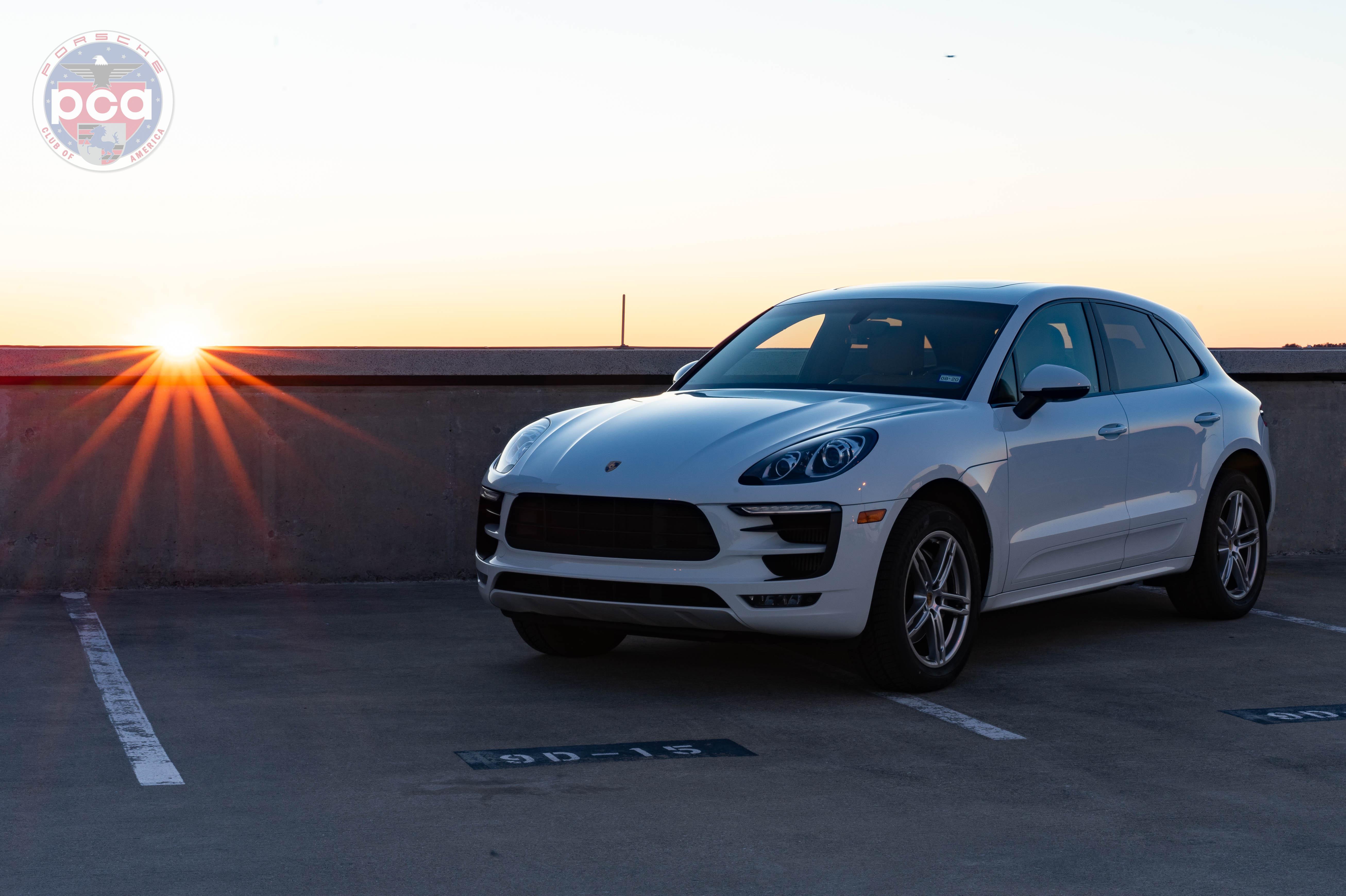 PCA Garage - White 2016 Macan Porsche